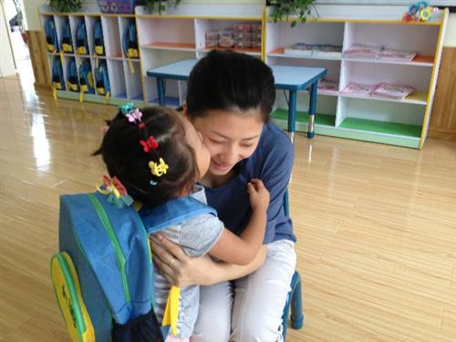 老师们与孩子们在幼儿园度过了一个快乐的教师节!